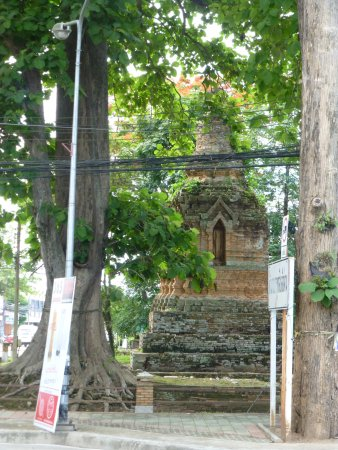 Chiang Saen, Thailand: In grounds chedi luang stupa