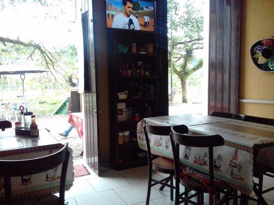 Cafe Bar Beira Rio: Vista parcial interna