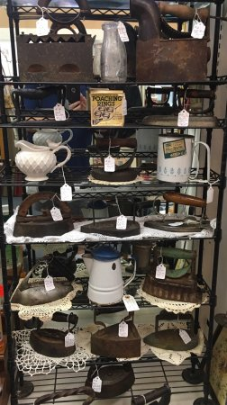 Mineola, TX: Antiques, Home decor, Estate Collections, Lighting, bath soaps plus much, much more. Visit our i