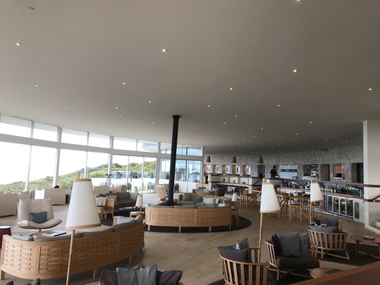 Southern Ocean Lodge: The lounge showing the amazing views across the bay