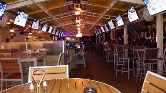 North Bay Village, FL: Dentro del bar, area central
