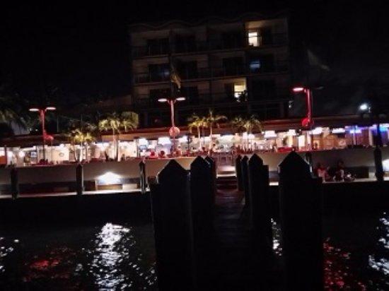 North Bay Village, FL: Desde el muelle a la noche