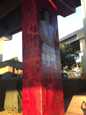 Barrio Logan: Art work around the I5 bridge