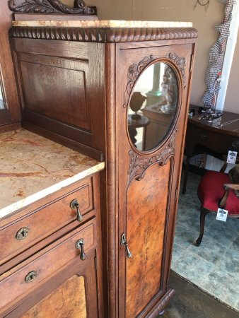 Mineola, TX : Antiques, Home decor, Estate collections, Shabby chic, lighting, beautiful glassware and an in s