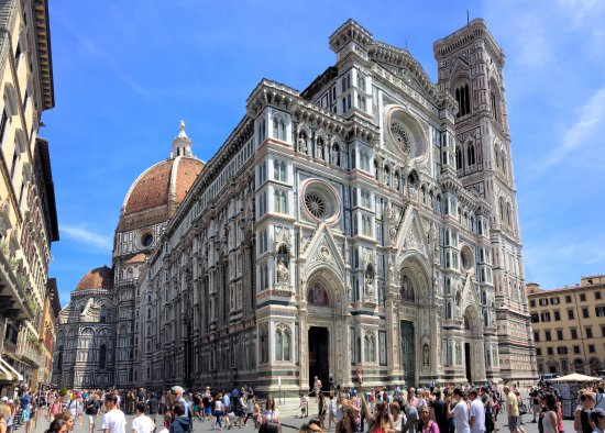 Freya's Florence Tours: The Duomo on a busy late afternoon.