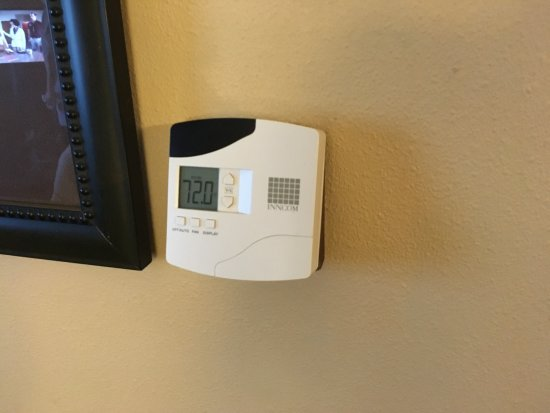 Hampton Inn & Suites Stephenville: nice a/c thermostat kept it quiet and cool