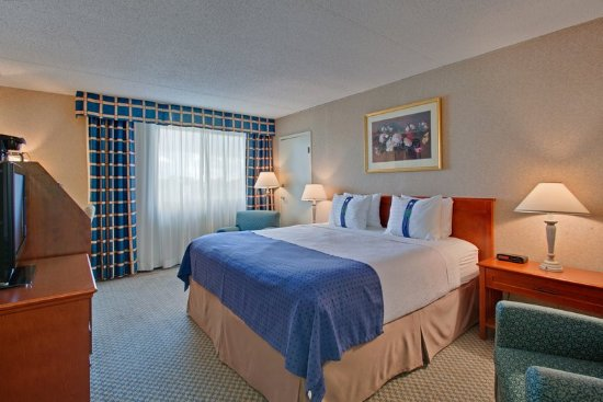 Holiday Inn Calgary - Macleod Trail South: King Bed Guest Room