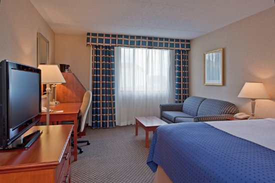 Holiday Inn Calgary - Macleod Trail South: Queen Bed Guest Room with Pullout Sofa