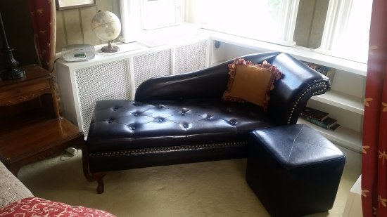 Hughson Hall: Leather Chaise in Nook in East Room