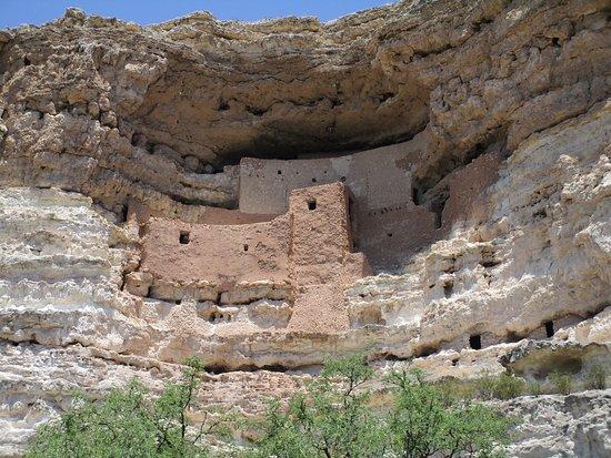 Montezuma Castle National Monument: Amazing build.