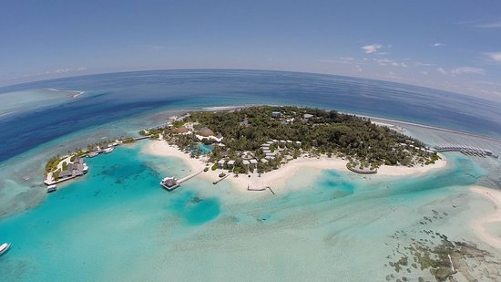 "Sydlige Malé-atol: An ""overview"" of Kandooma island in Maldives"