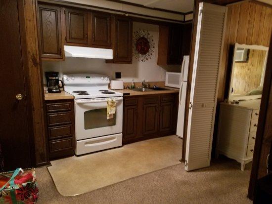 Driftwood Motel : 20170703_222103_large.jpg