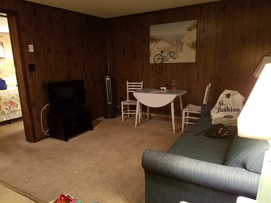 Driftwood Motel : 20170703_222052_large.jpg