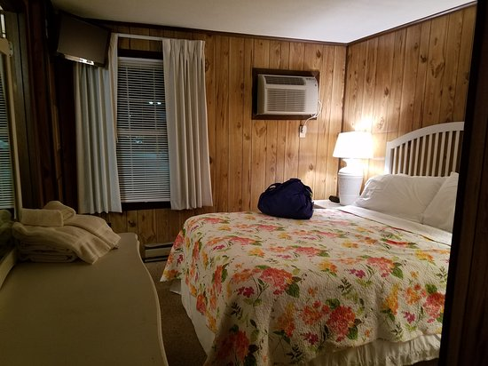 Driftwood Motel : 20170703_222120_large.jpg