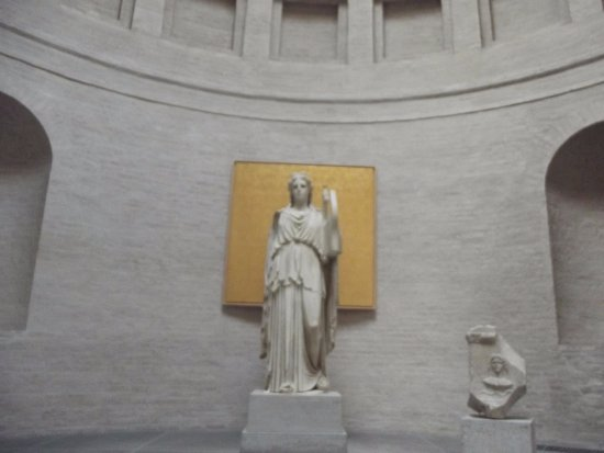 Glyptothek: Greek statues