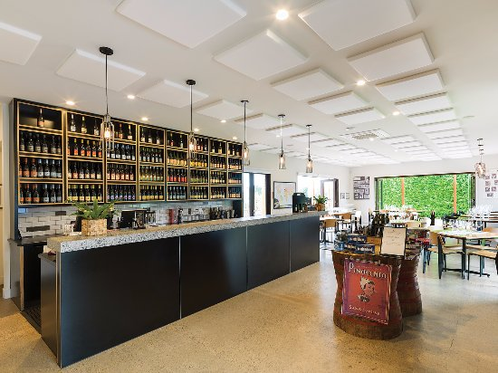 Dromana, Australia: The Crittenden Estate Wine Centre