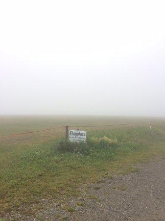 Gersfeld, Jerman: Besuch der Wasserkuppe bei Nebel !