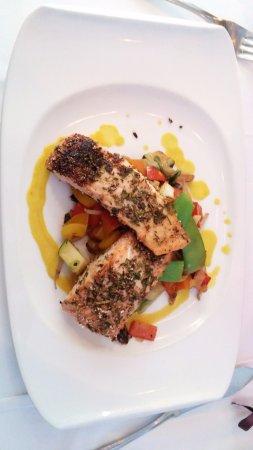 Restaurant Lebenbauer: Salmon with wok veg.