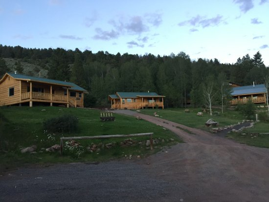‪‪Mc Coy‬, ‪Colorado‬: View of three of the cabins‬