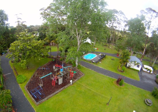 Bay of Islands Holiday park: Playground + Volleyball court + Swimming pool