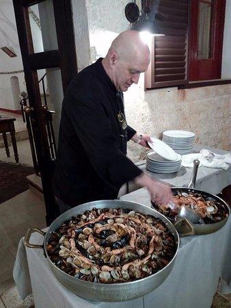 Lo chef Leonardo Amoruso al lavoro