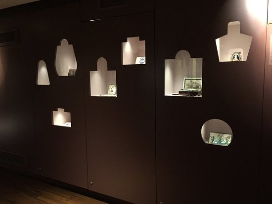 Museum of Bags and Purses: The exhibition in the museum.