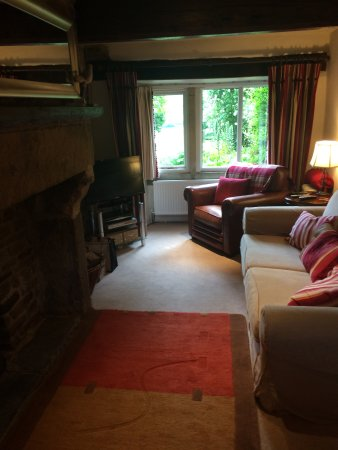 Edale, UK: Lounge view with working open fire