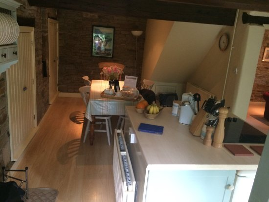Edale, UK: Kitchen as viewed from front door