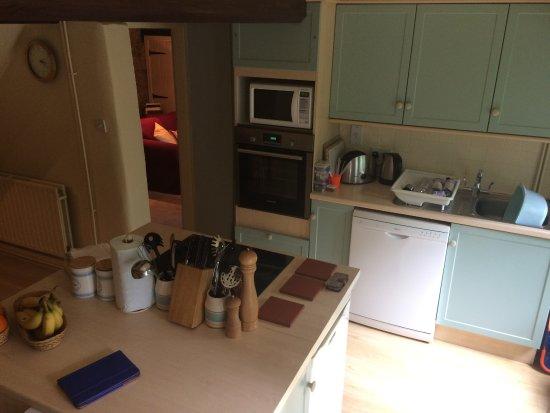 Edale, UK: Kitchen looking towards lounge door