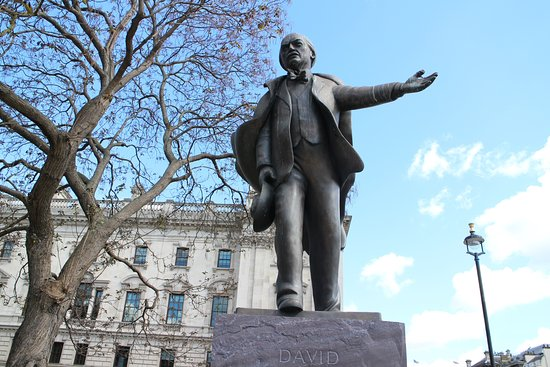 ‪David Lloyd George Statue‬