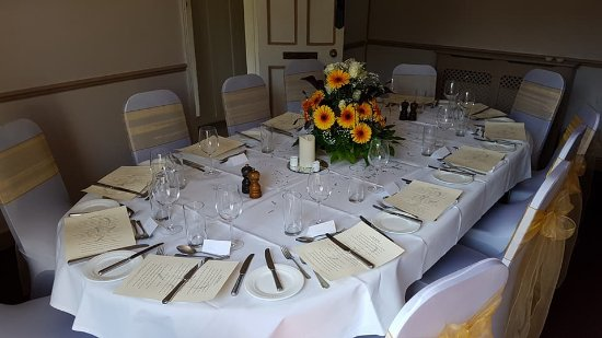 Restaurant 22 : The private room can be booked for wedding receptions.