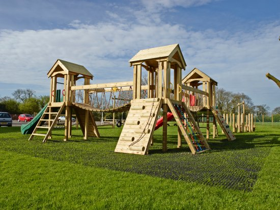 Appleby Magna, UK: Three Tower Play Structure