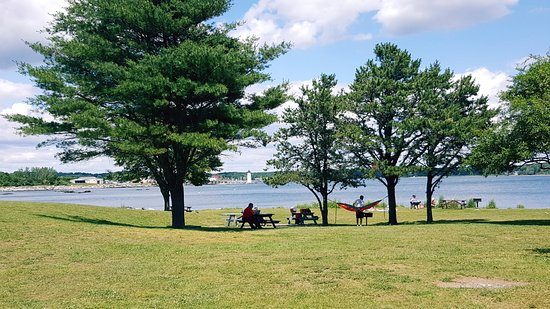 New Castle, NH: picnic tables with a scenic view