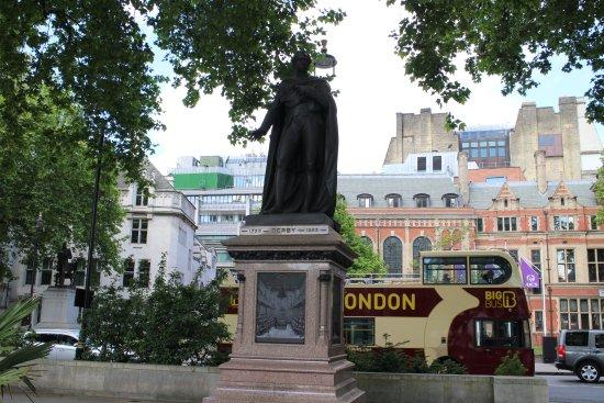 エドワード・スミス - Picture of Edward Smith Stanley Statue ...
