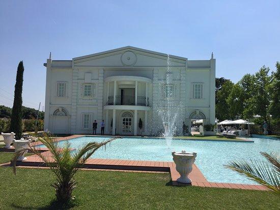 Villa con piscina foto di villa renoir ristorante cerro - Villa con piscina milano ...