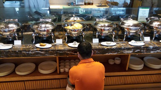 Holiday Inn New Delhi Mayur Vihar Noida: Breakfast buffet