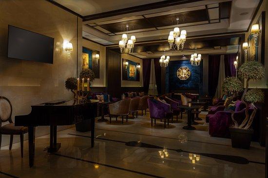 Epoque vip suite picture of epoque hotel bucharest for Epoque hotel