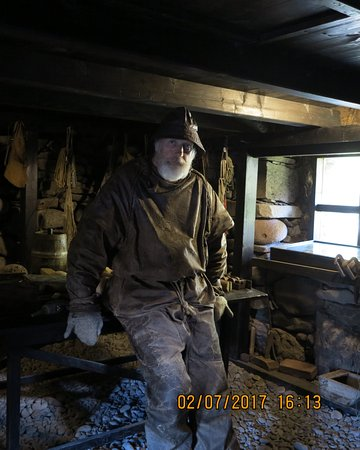 Osvor Maritime Museum : The guide dressed in clothes made of sheepskin