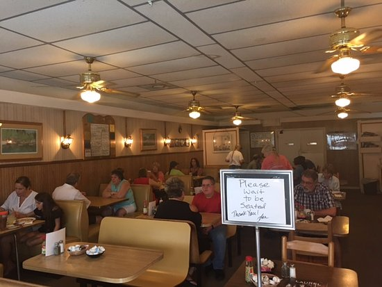 Clayton Cafe: Dining America Style