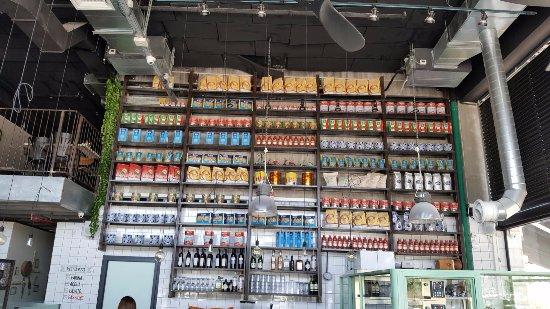 Afula, Israel: Productos italianos a la venta y de utilizacion en el restaurante