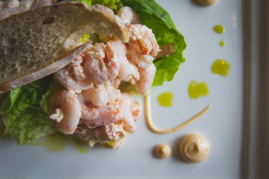Bingham, UK: Prawn & Crayfish Salad Starter