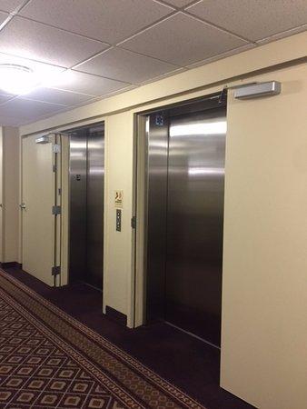 Larkspur Landing Pleasanton: 3rd floor elevator