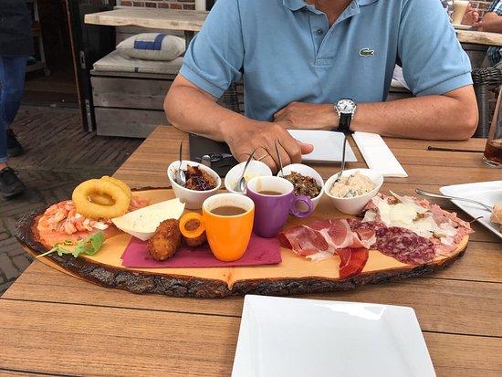 Ouderkerk aan de Amstel, The Netherlands: Lunchplank voor twee met lekkers