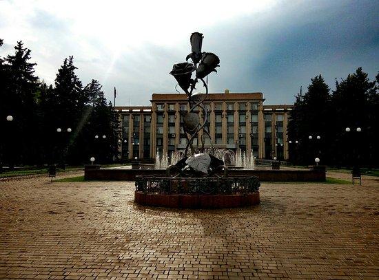 The Tsar Cannon: Розы и фонтан, о которых я писала в своем отзыве.