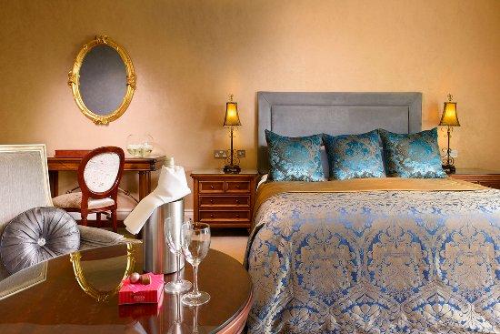 Muckross Park Hotel & Spa: Superior Suite Bedroom
