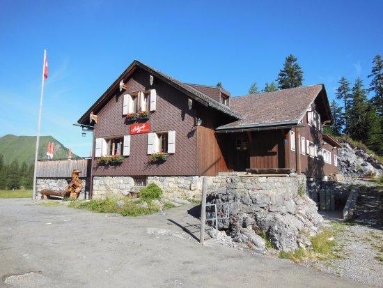 Sachseln, Suiza: Traumhafte Lage und grossartige Gastgeber