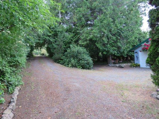 Gabriola Island, Canada: entrance and back grounds