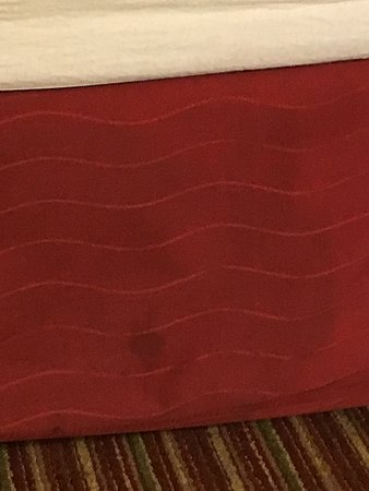 Residence Inn St. Louis Galleria : The bedskirt on King bed... ewwww