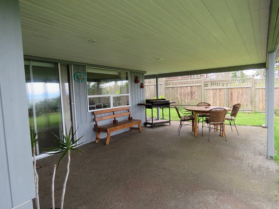 Gabriola Island, Canada: outdoor patio area that is reserved for our guests
