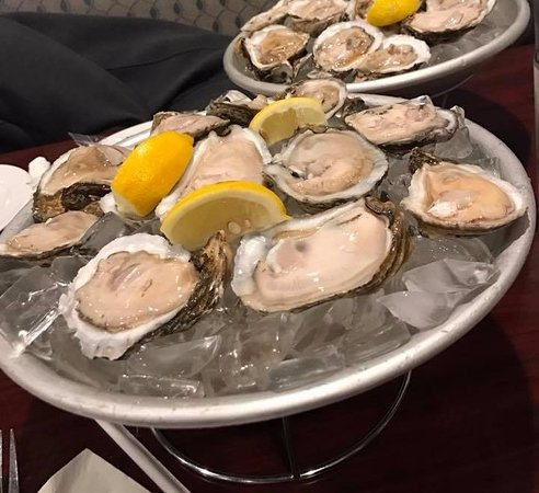Holiday, FL: raw oysters